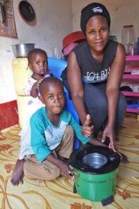 Alice med de två minsta barnen, Paul och Esmile